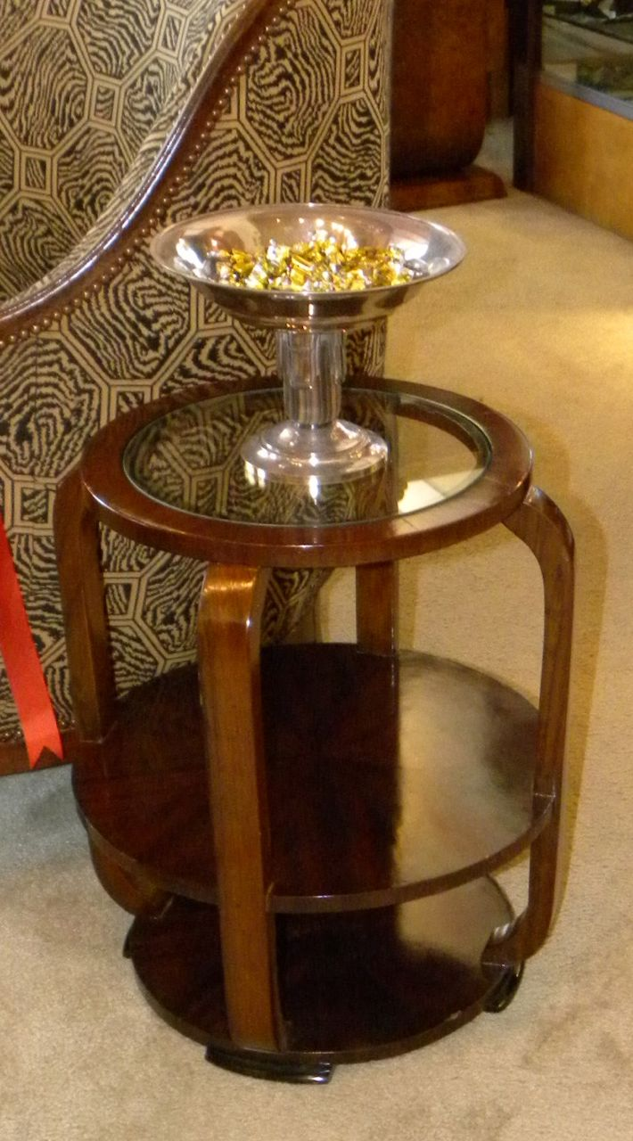 Art deco barrel table with glass top small tables art for Petite table deco