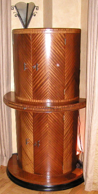 English double deck rounded bar