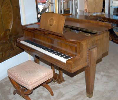 Regy Baby grand piano