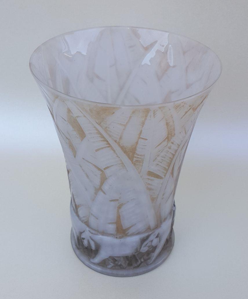 d 39 avesn art deco glass lion vase glass art deco collection. Black Bedroom Furniture Sets. Home Design Ideas