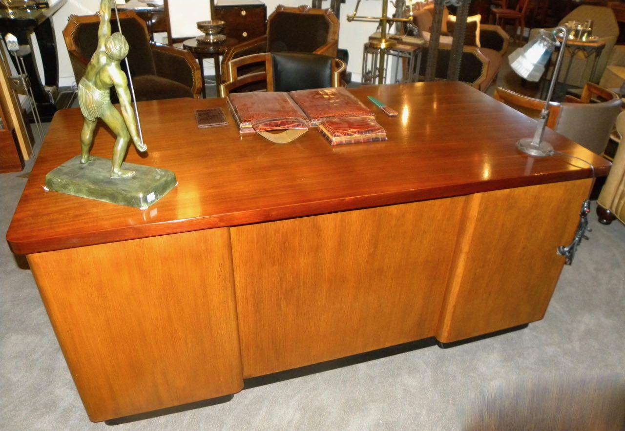 Professional Art Deco Desk By Stow And Davis Desks