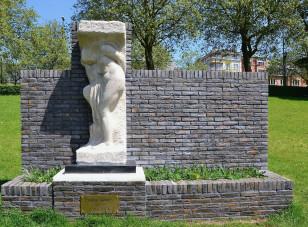 Statue Cariatide d'Eugène Canneel au parc Josaphat à Schaerbeek, Bruxelles, Belgique.