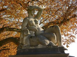 """Statue by Jean Canneel """"L'Ete"""""""
